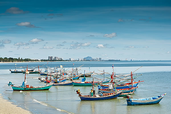 longboats in the bay beach hua hin