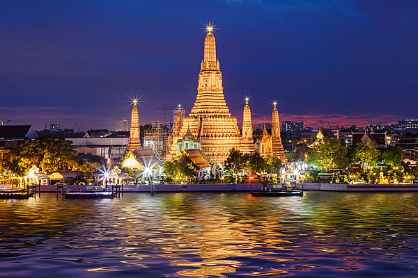 wat arun on the chao phraya river