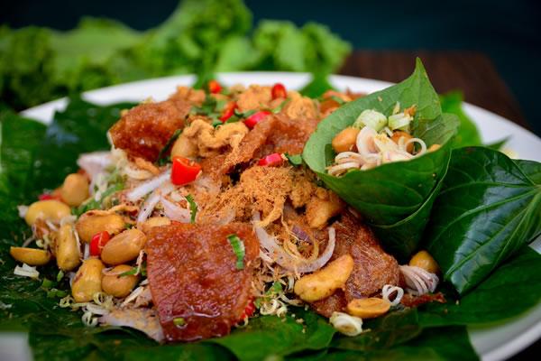 Crispy pork with cashews