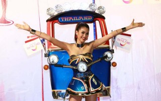 miss tuk tuk thailand national costume winner miss universe 01