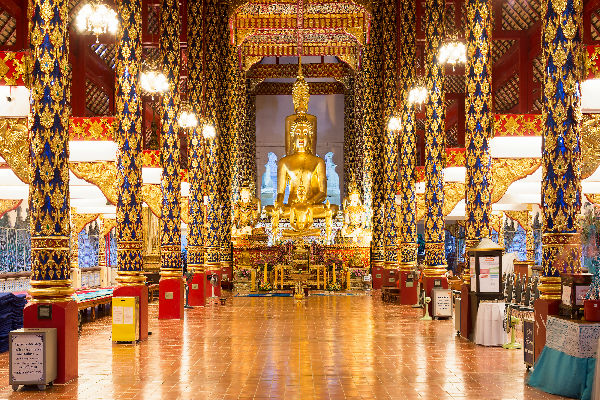 wat suan dok opulent thai temple