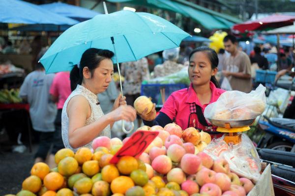 chiang mai street food fruit vendor market