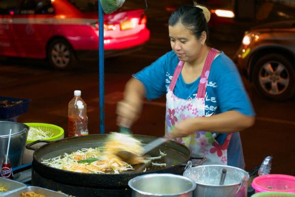 pad thai street food vendor bangkok night time
