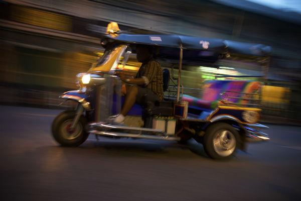 tuk tuk fast tuktuk bangkok night